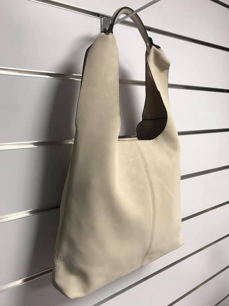 Beżowa torba z kosmetyczką
