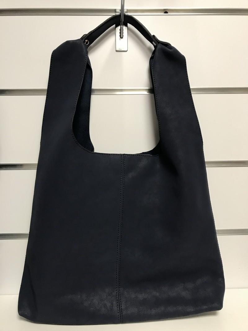 Granatowa torba z kosmetyczką