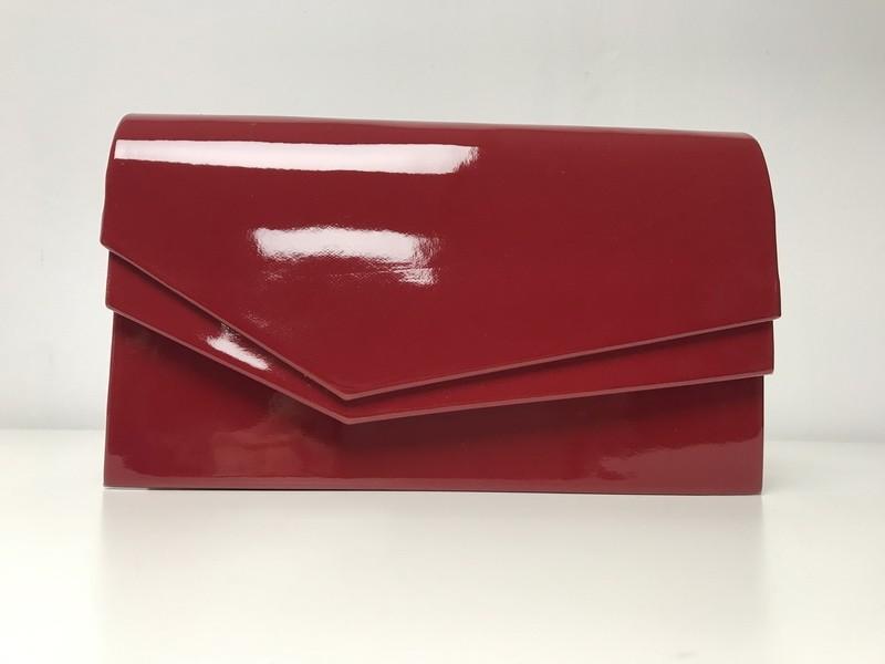 Czerwona kopertówka lakierowana