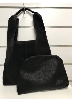 Czarna torebka z kosmetyczką